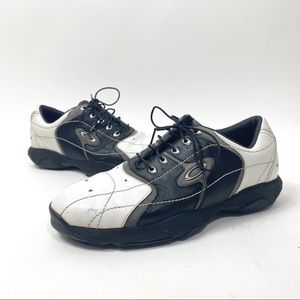Oakley leather golf shoes size 9 bottom grip